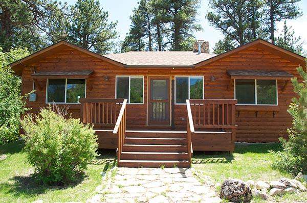 Little Antlers Cabin exterior