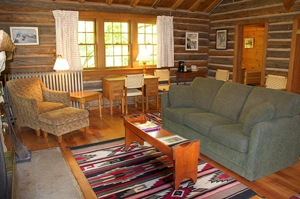 Hull cabin living room