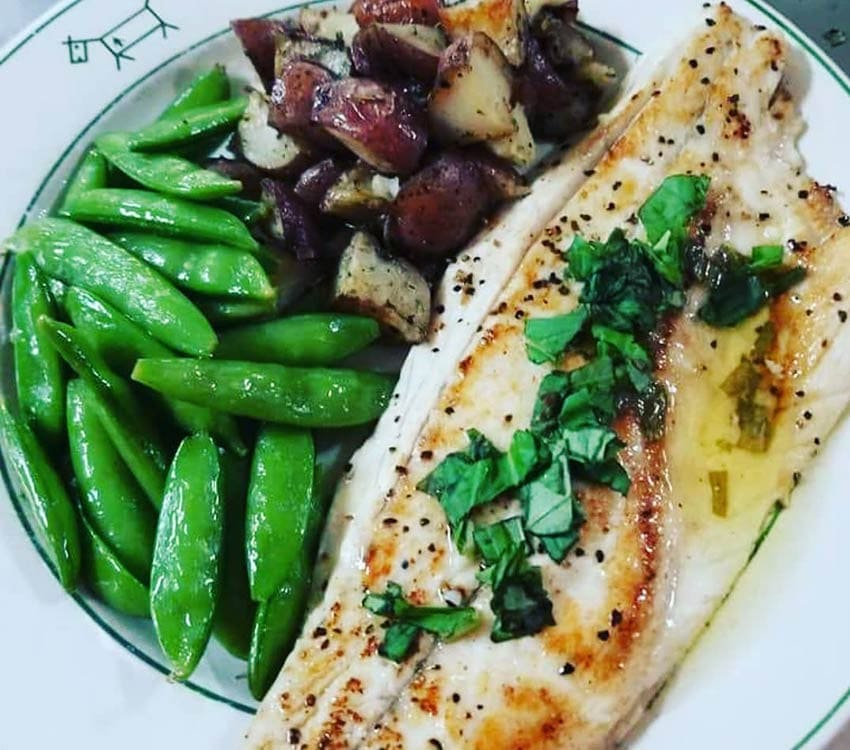Fish, roasted potatoes and green peas