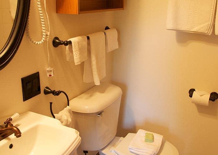 Main House Room 1 bath