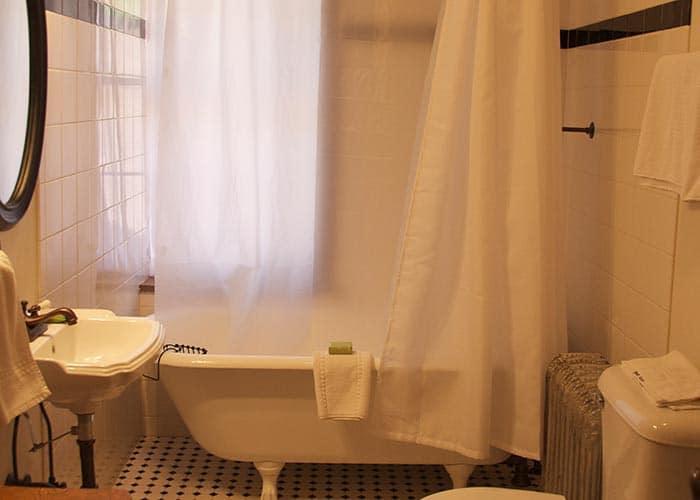 Main House Room 2 bath