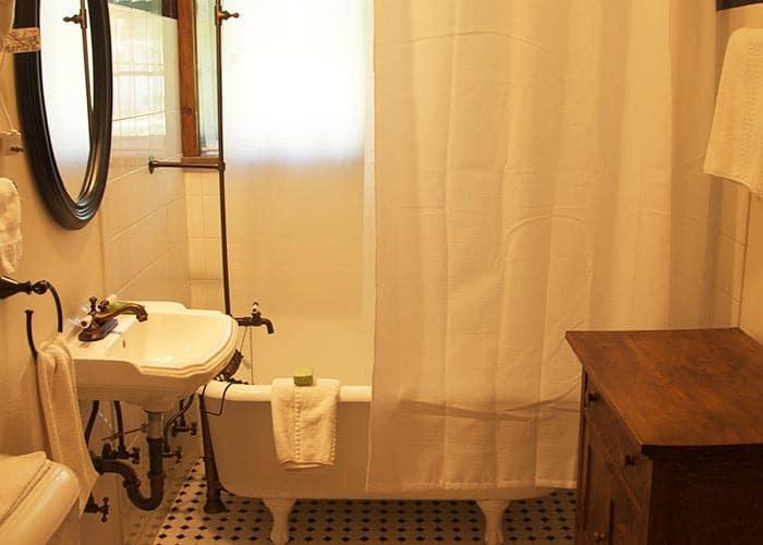 Main House Room 3 Bath